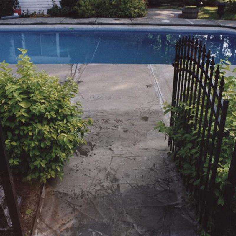 Acrylique et Béton Plus avant piscine